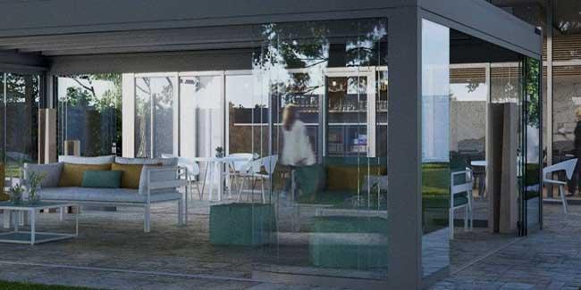 Chiusura pergolato esterno per bar con vetrate