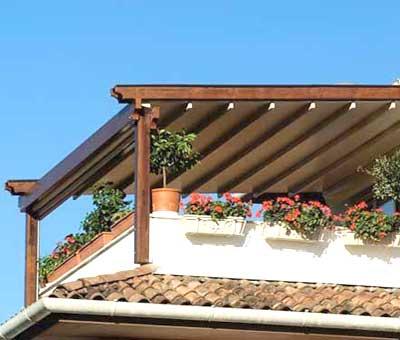Pergola addossata in terrazzo in legno lamellare | Foto lavoro eseguito in provincia di Mantova