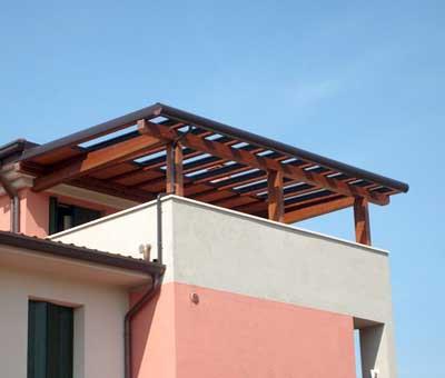 Pergola addossata in terrazzo in legno lamellare   Foto lavoro eseguito in provincia di Sondrio
