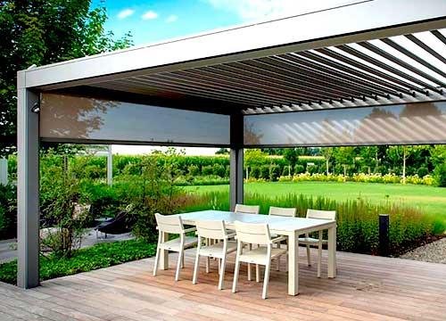 Pergole bioclimatiche addossate a muro in alluminio a lamelle orientabili | Foto realizzazione