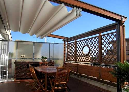 Pergotenda in alluminio addossata su balcone | Foto esempio