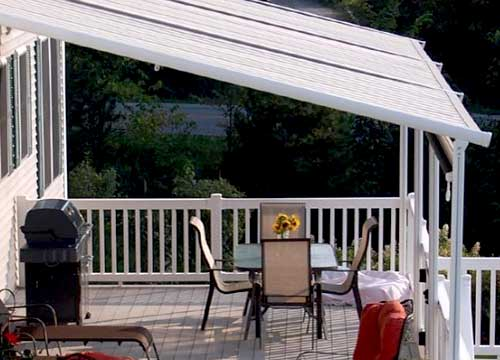 Pergotenda in alluminio addossata su balcone   Foto esempio